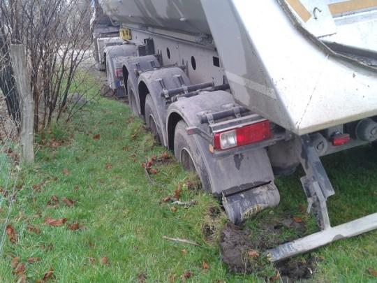 Mutterboden abfahren - LKW versunken
