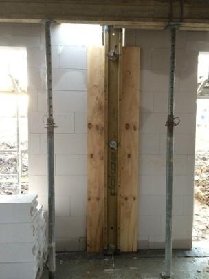 Stahlbetonaussteifungsstützen im Wohnzimmer