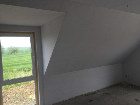 Maler - Rauhfaser im Dachgeschoss