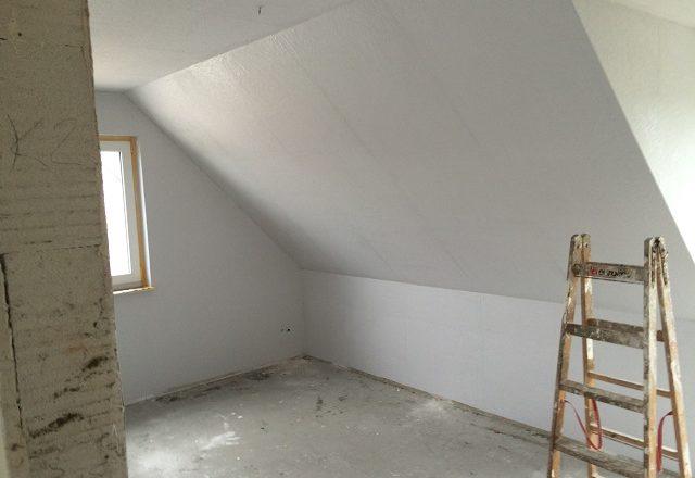 Rauhfaser im Dachgeschoss