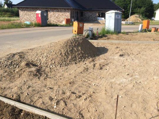 Pflasterarbeiten - Fläche vor der Garage vorbereiten